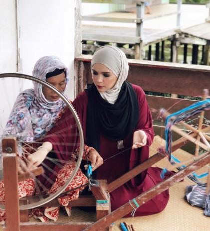 Kepemimpinan & Pemberdayaan Perempuan dalam Karya dan Kolaborasi Vivi Zubedi