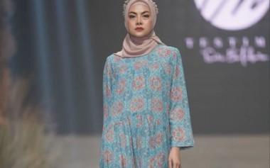 Abaya Bergaya Klasik dan Elegan dari Testimo by Sari Batubara