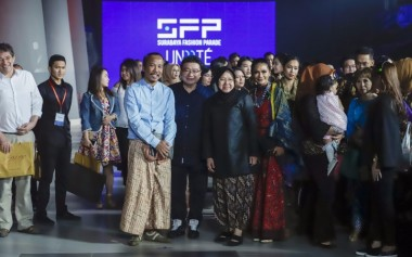 Ibu Tri Rismaharini Membuka Surabaya Fashion Parade 2018