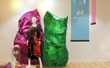 Warna-warna Pekat dan Kontras Koleksi H&M Studio SS20